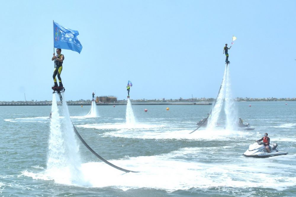 At the inauguration ceremony of the 2018 Dapeng Bay Yacht & Regatta Festival, a flyboard show impressed all