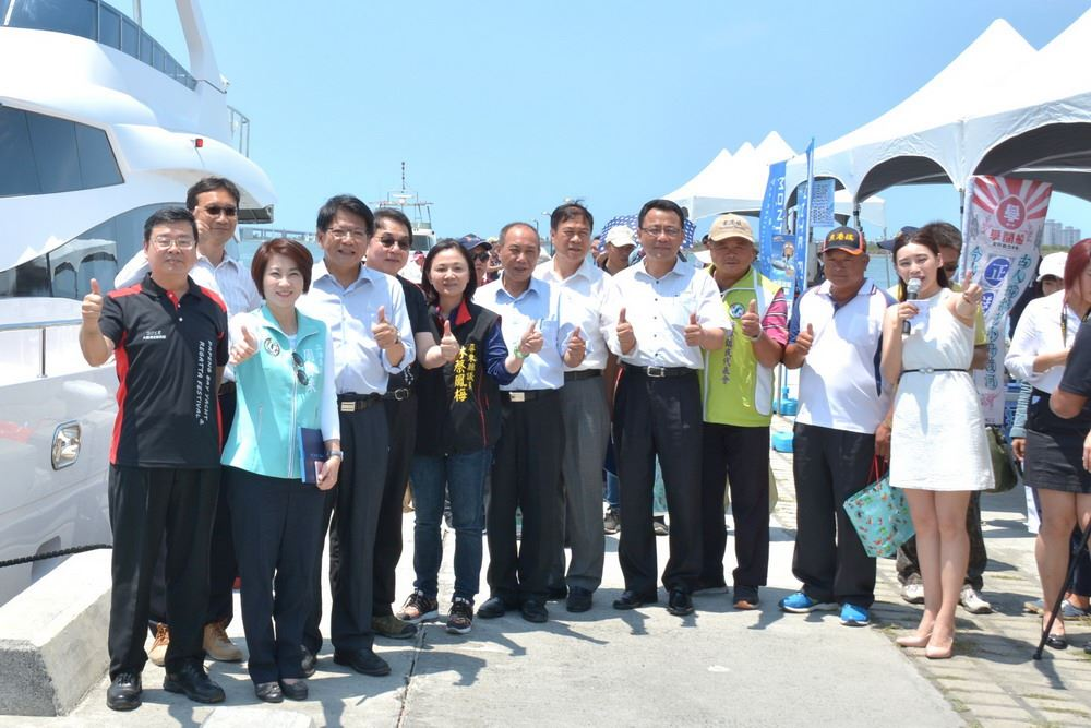 Photos of the Pingtung County Government officials